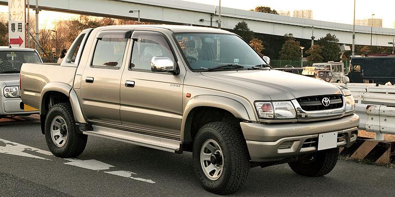 800px-Toyota_Hilux_N160_007