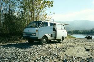 1024px-'76_Toyota_HiAce_Camper_Van 1st