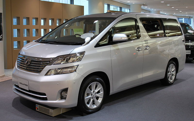 800px-2008_Toyota_Vellfire_01