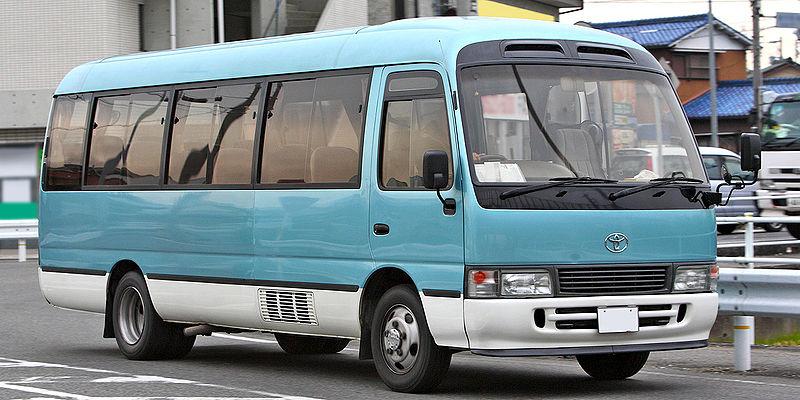 800px-Toyota_Coaster_009