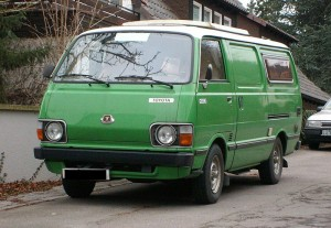 800px-Toyota_Hiace_(second_generation)_D_front