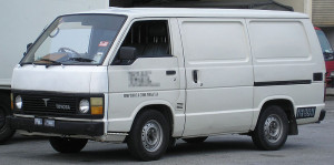 800px-Toyota_Hiace_(third_generation)_(front),_Serdang
