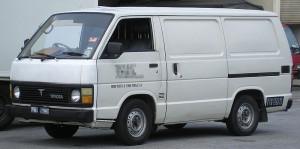 800px-Toyota_Hiace_(third_generation)_(front),_Serdang